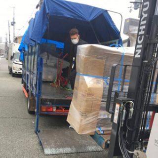 100キロ越えのお荷物もスイスイトラックに積みます!
