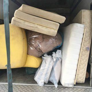 汚れたマットレス・絨毯・ソファー・家具・処理依頼お任せ下さい。